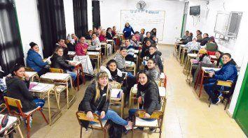 Barrio Hume. Apenas se corrió la voz que se abría la escuela, 60 jóvenes y adultos se anotaron para el primer año.
