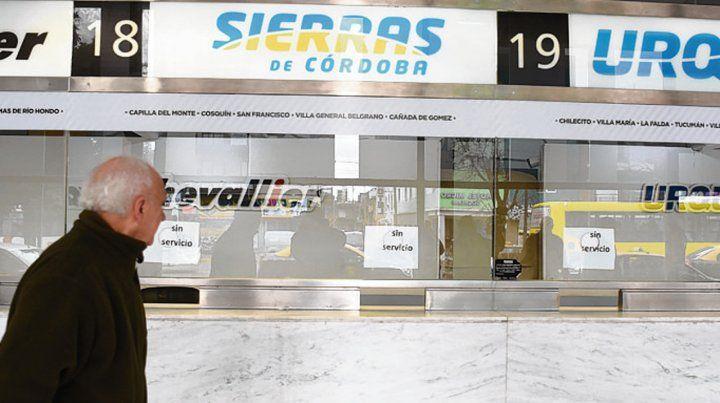 paro. Las boleterías de las cinco líneas estaban ayer cerradas en Rosario.