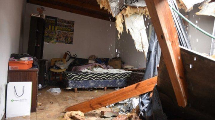 Impactante. Así quedó el dormitorio de una casa cercana al Alto Rosario  tras la caída