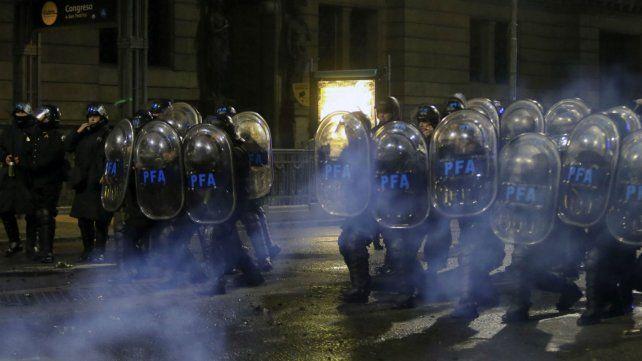 La Policía Federal actúa en inmediaciones del Congreso.