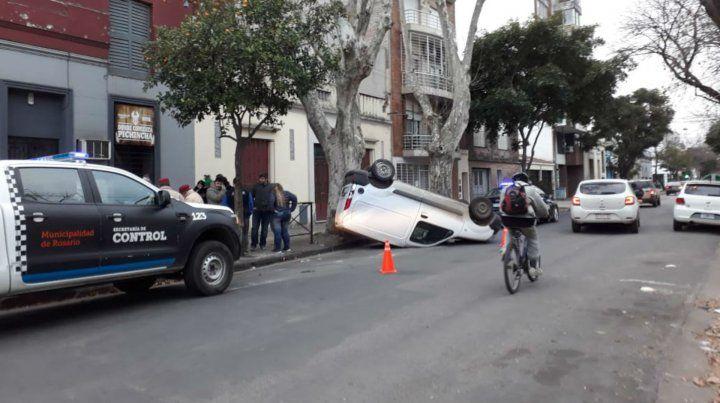 Así quedó uno de los vehículos que participó en el choque.