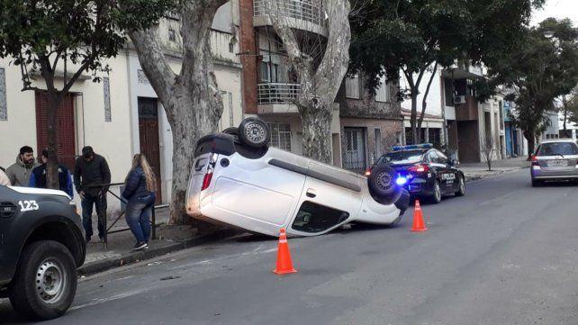 Espectacular choque entre dos automóviles en Pichincha