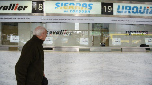 Las boleterías de las empresas afectadas por el paro estaban hoy desiertas.