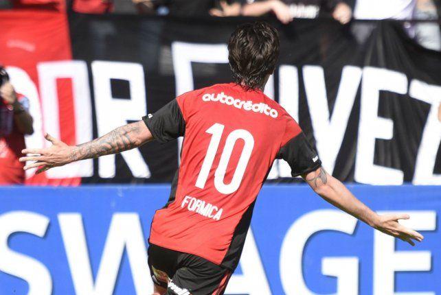 El Gato Formica y un grito de gol con la camiseta de Newells.