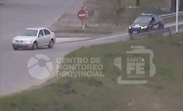 Le robaron el auto, lo vio circulando, llamó al 911 y agarraron al ladrón