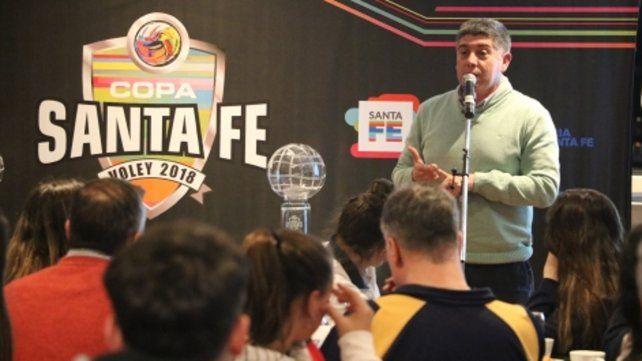 Presentación. La Copa Santa Fe Vóley tendrá la participación de equipos de 18 localidades: 22 masculinos y 17 femeninos.