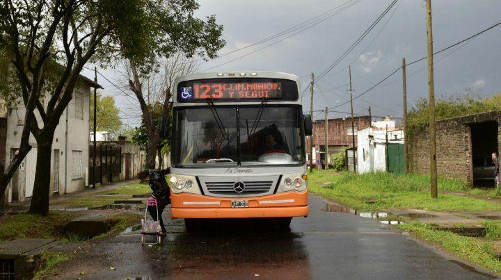 El asalto se produjo en un ómnibus de la línea 123.