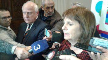 La ministra de Seguridad Patricia Bullrich y el gobernador Miguel Lifschitz hablaron sobre la balacera de esta madrugada.