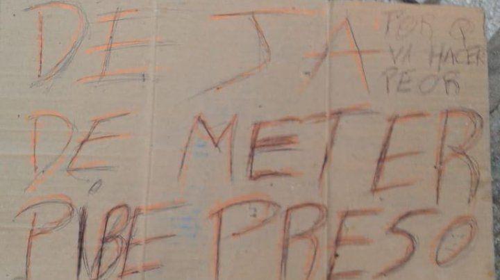 El cartel amenazante que exime de mayores comentarios.