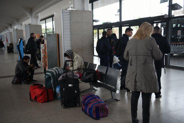 Espera. Los pasajeros aguardaban que se reestableciera el servicio.