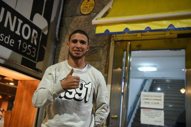 El jugador uruguayo llegó ayer para sumarse como volante central.