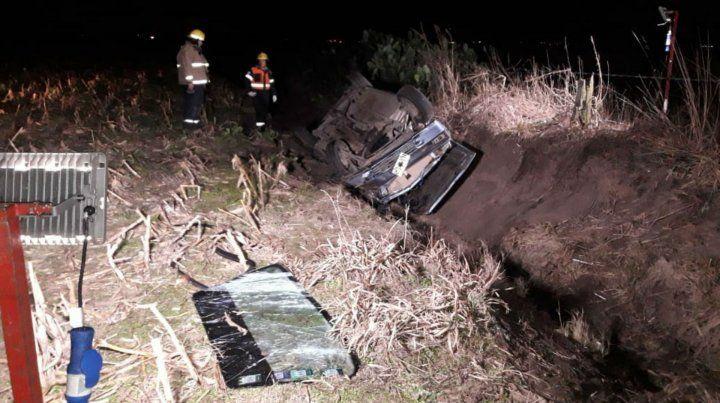 En el zanjón. Así quedó el vehículo luego de despistarse.