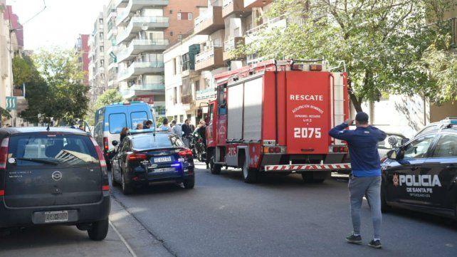 Bomberos, policías y personal del Sies en el lugar de la tragedia.