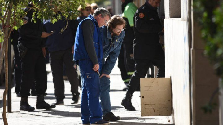Fallas en la combustión de un calefón y la falta de ventilación causaron la muerte de una familia