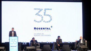 Conferencia. Lisandro Rosental, junto a Miguel Kiguel y Carlos Melconian.