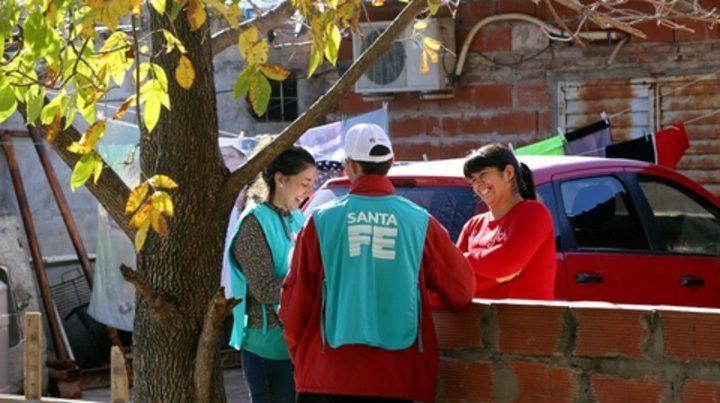 In situ. Los trabajadores sociales empezaron a visitar a las 500 familias.