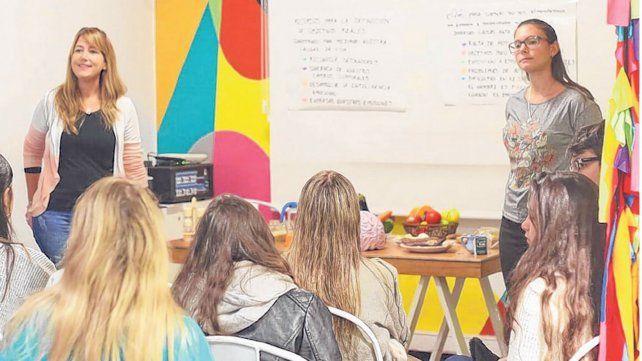 Existen talleres para aprender a alimentarse de forma más saludable.