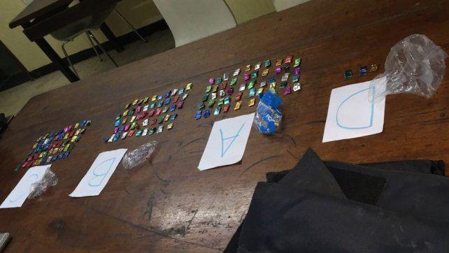 La droga fue incautada dentro del chaleco antibalas de los policías.