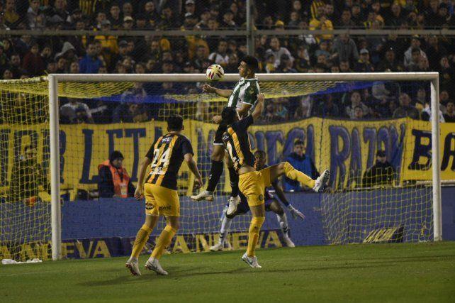 Caruzzo ya cabeceó al gol