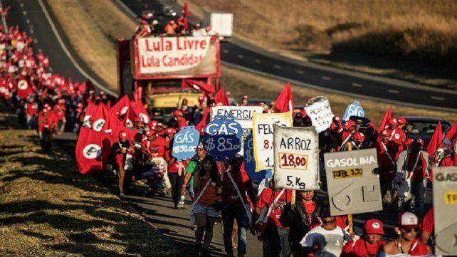 Luche y vuelve. Peones rurales de los rincones más empobrecidos de Brasil partieron el viernes a la noche.