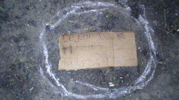 encuentran un mensaje mafioso en el edificio que hoy fue baleado
