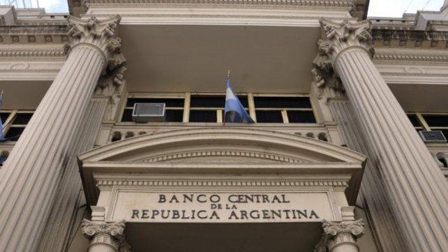 La intervención del Banco Central intenta contener la escalada del dólar