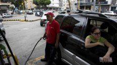 Ajuste. Maduro regulará los costos del combustible y otorgará subsidios.