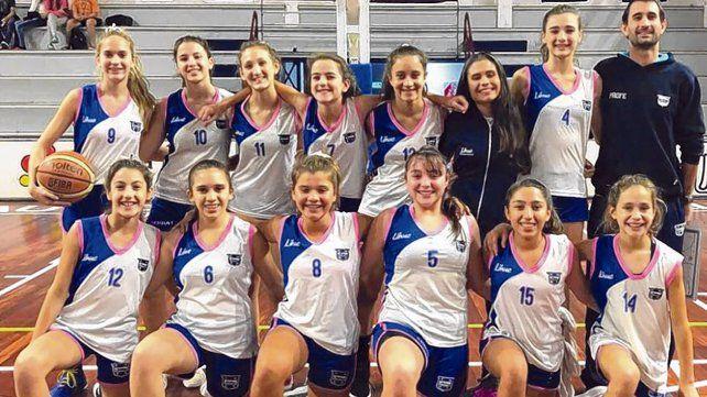 Las campeonas. El plantel de chicas de Náutico Sportivo Avellaneda que consiguió el título provincial en Ceres.