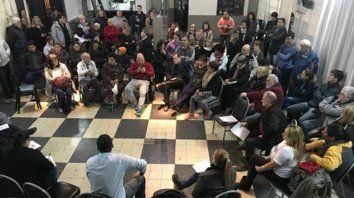 Convocatoria. Vecinos de distintos barrios de zona  norte se congregaron junto a concejales de la Comisión de Seguridad en  un club de ese distrito.