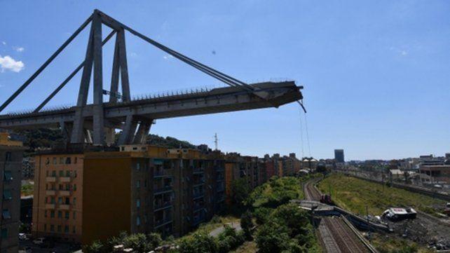 Tragedia en Génova. Unas 632 personas recibieron ayer la orden de desalojar las casas cercanas al puente.