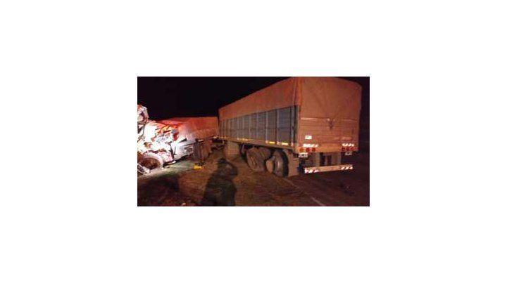 Tremendo choque frontal entre dos camiones en la Ruta 34 a la altura de Centeno