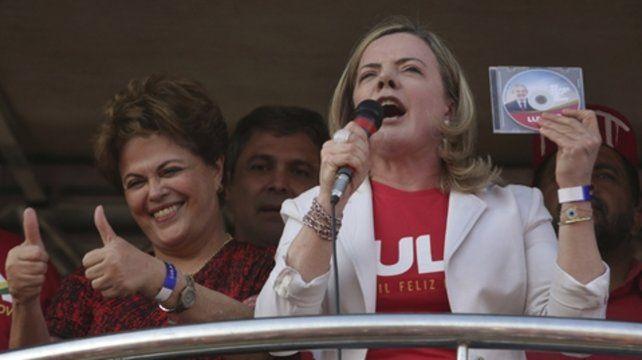 Apoyo. Dilma Rousseff y la presidenta del PT