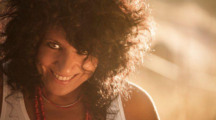 Canciones que miran de frente. Rosana dijo que se desnuda en sus temas. Hoy presenta disco en el Astengo.