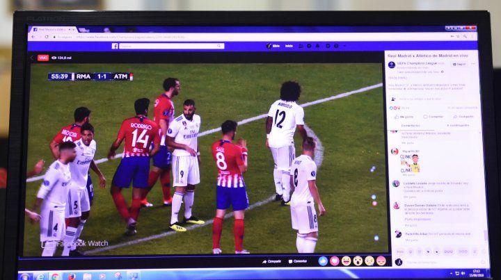 En la pantalla. El fútbol deja de ser exclusividad de la televisión para ver los partidos internacionales. La opción es Facebook