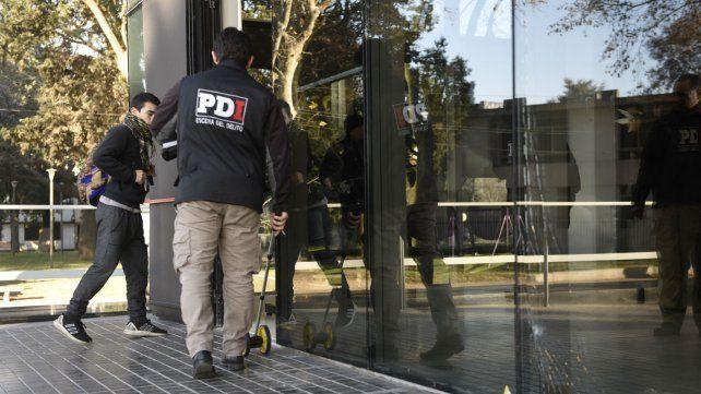 Peritos policiales trabajan en el Centro de Justicia Penal. El ataque fue el 4 de agosto.