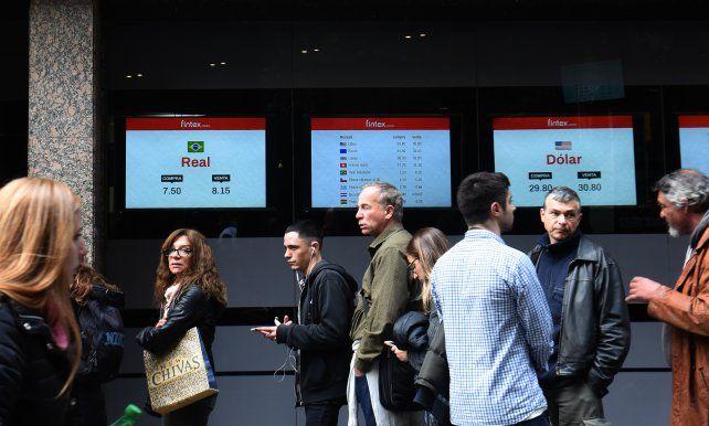 El Central tomó medidas y el dólar en Rosario cerró a 30,50 pesos