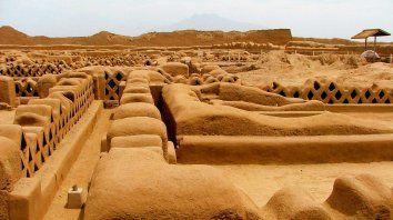 De agua y tierra. Chan Chan, epicentro de la cultura Chimú en la época precolombina, es considerada la ciudad de barro más grande de América.