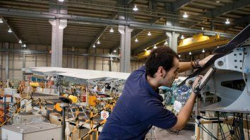 La actividad industrial cayó un 8.4 por ciento en junio