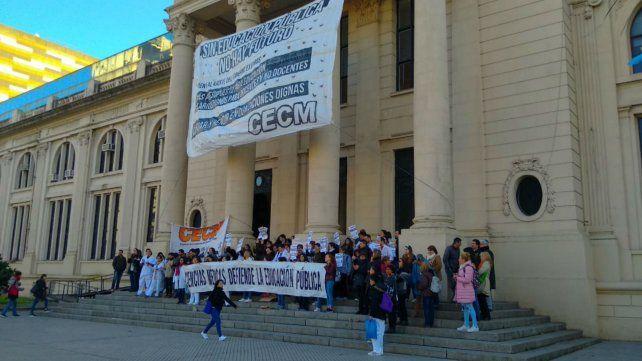 La medida de fuerza de los docentes empezó el 6 de agosto e incluyó diversas protestas, como la clase pública de hoy en Medicina.