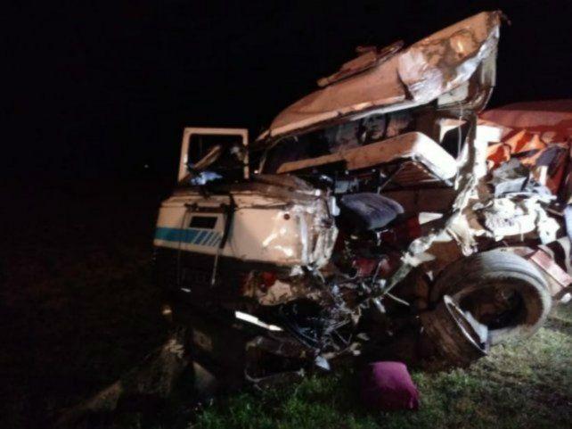 Destrozado. El estado del camión deja ver la violencia del impacto.