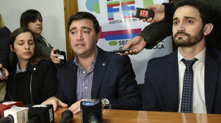 El secretario de Gestión Pública explicó los términos de la recompensa ofrecida y aseguró que se mantendrán en reserva las identidades.