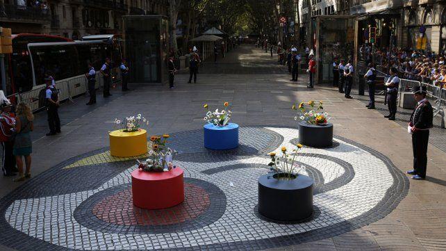 Homenajes a las víctimas en el aniversario de los atentados en Barcelona