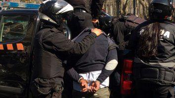 Dos ladrones que se fugaban en moto fueron apresados en Dorrego y Córdoba.