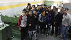 Estudiantes, maestros de taller y directivos, en el espacio remodelado y que sumó nuevas maquinarias.