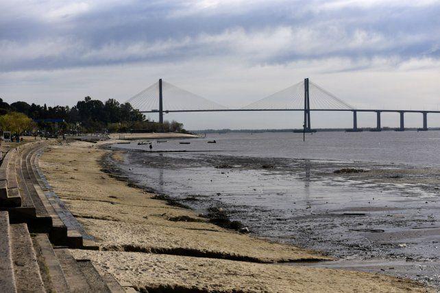 Crítico. La bajante del río en la zona se atribuye a las pocas lluvias en Brasil.