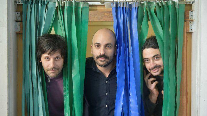 Parte de la banda. Ber Stinco (centro)