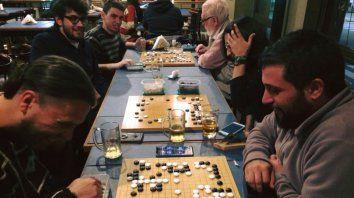 Entretenimiento. Este juego de mesa es uno de los más populares en la mayoría de los países asiáticos.