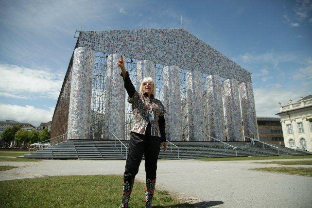 En 2017 Marta Minujín montó su obra en la ciudad alemana de Kessel. Ahora el registro documental de esa acción llega al Castagnino.