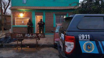 Efectivos de la Policía Federal, en uno de los domicilios allanados esta mañana.