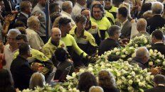 Multitudinario. El funeral público por 18 víctimas fue celebrado en un pabellón de exposiciones.